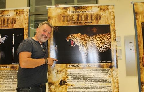 Dražba při zahájení výstavy Zde žijí lvi